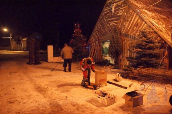 2009_12_budowa_szopki_53.jpg